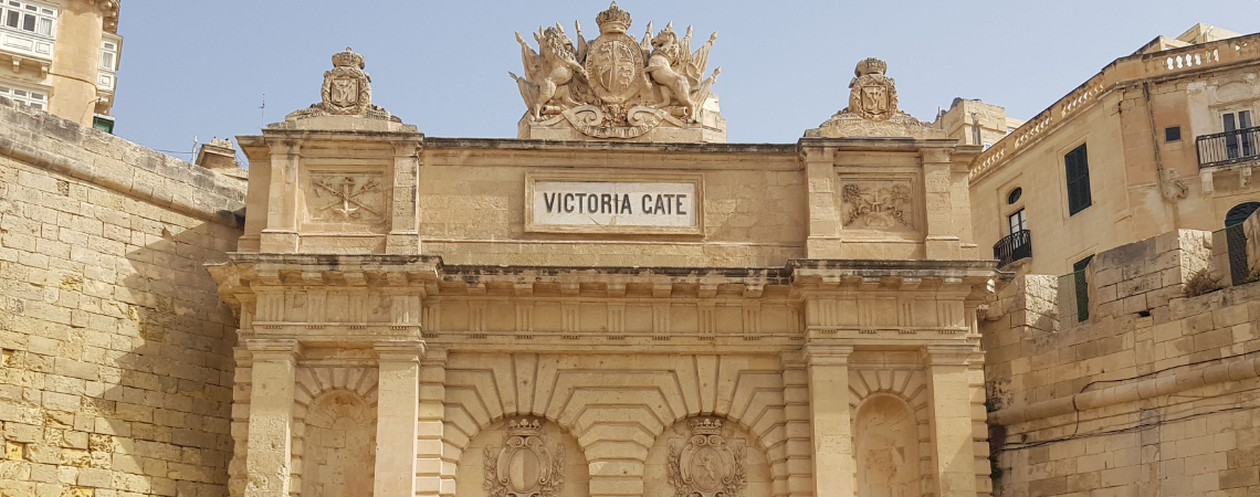 Victoria Gate at the top of Ta